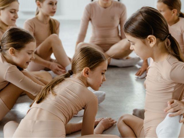 https://jureresportscenter.com.br/wp-content/uploads/2021/08/aula-de-ballet-e-dança-moderna-jurere-sports-center-2.jpg
